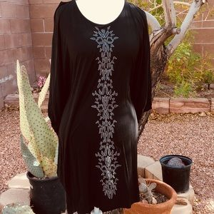 NWT MONORENO Embroidered Boho Dress